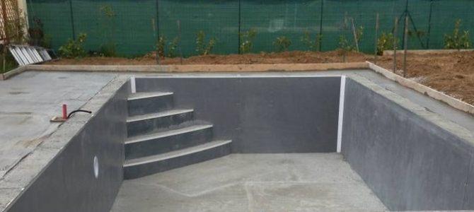 Construire une piscine à Divonne: quelles obligations?